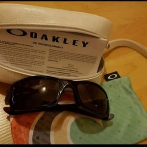 Oakley glasses with case